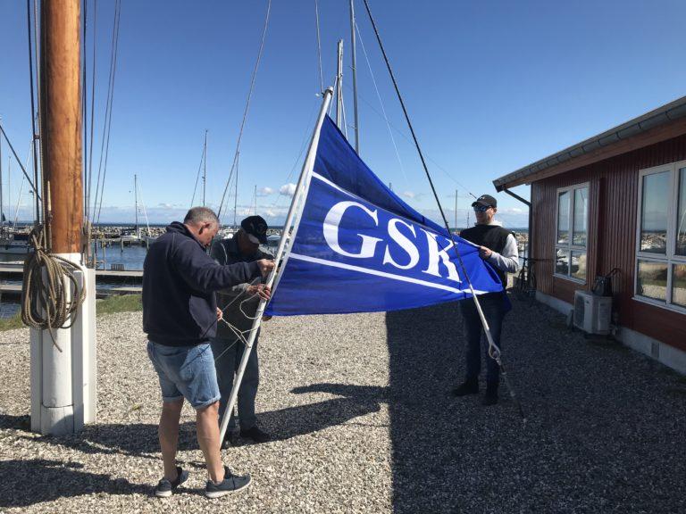 GSK Standerhejsning i perfekt vejr.